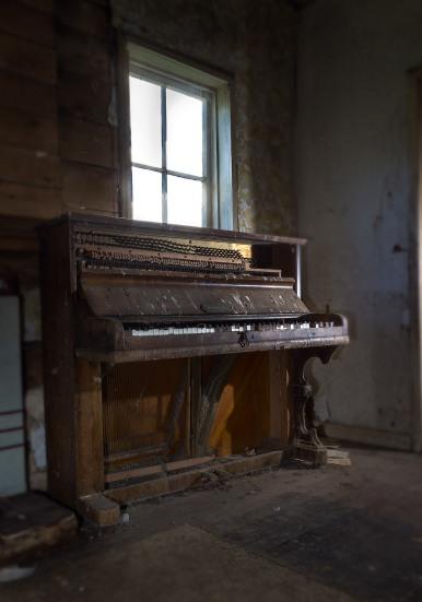 sawmill-piano-room-100_1671-copy