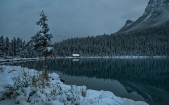 a-Overnight snow, Lake louise