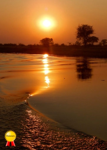 c-Water_reflections_at_sunset