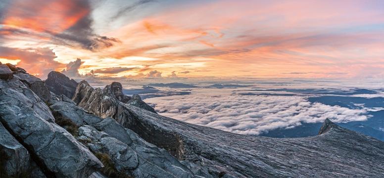 Dawn_on_Kinabalu