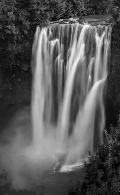 a-Magestic Omaru Falls