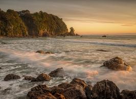 A-Sunrise_at_Pakahakaha_Bay