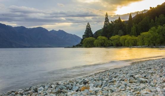 c-Lake_Wakatipu.jpg