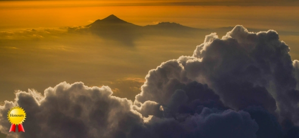 a-Nimbostratus_over_Mt_Pirongia