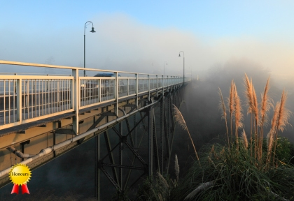 b-Victoria_Bridge_at_dawn