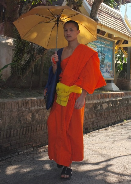 B-Monk_In_Laos