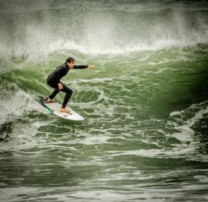 a-Surfing Raglan