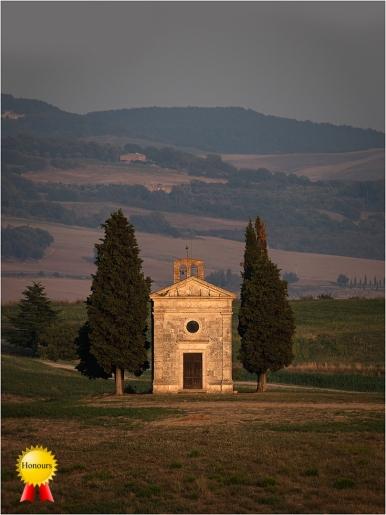 a-Chapel-of-the-Madonna-de-Vitaleta-Italy_Honours